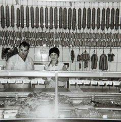 Franz und Gertrud Jedowski im Laden an der Hauptstraße in Balve 1962