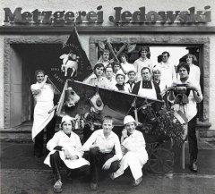 Betriebsfoto (unter anderen Franz und Gertrud Jedowski mit allen 4 Söhnen Burkhard, Christoph, Alexander und Thomas)